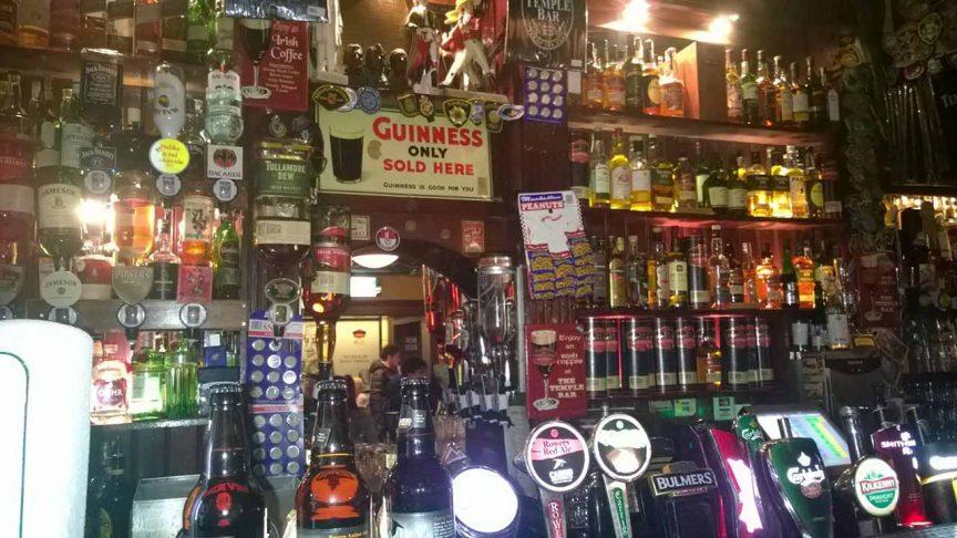 Whiskyvorrat der Templebar in Dublin (Irland)