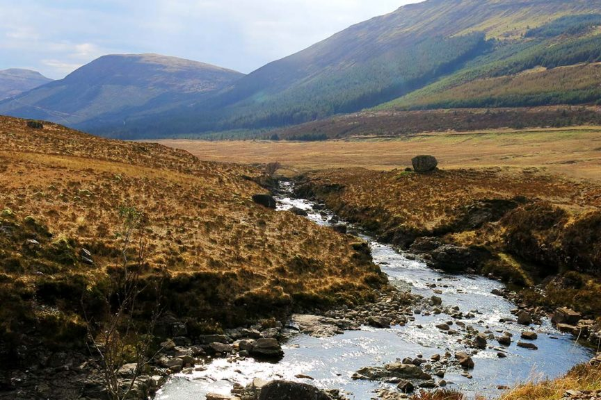 Landschaft in Schottland - Berge, Fluss, Fairy Pools