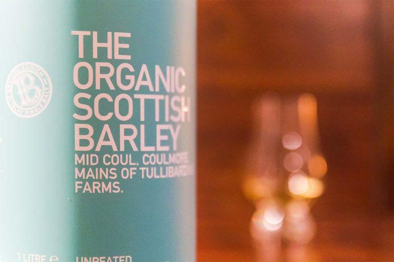 Flasche, Nahaufnahme: Bruichladdich - The Organic Scottish Barley