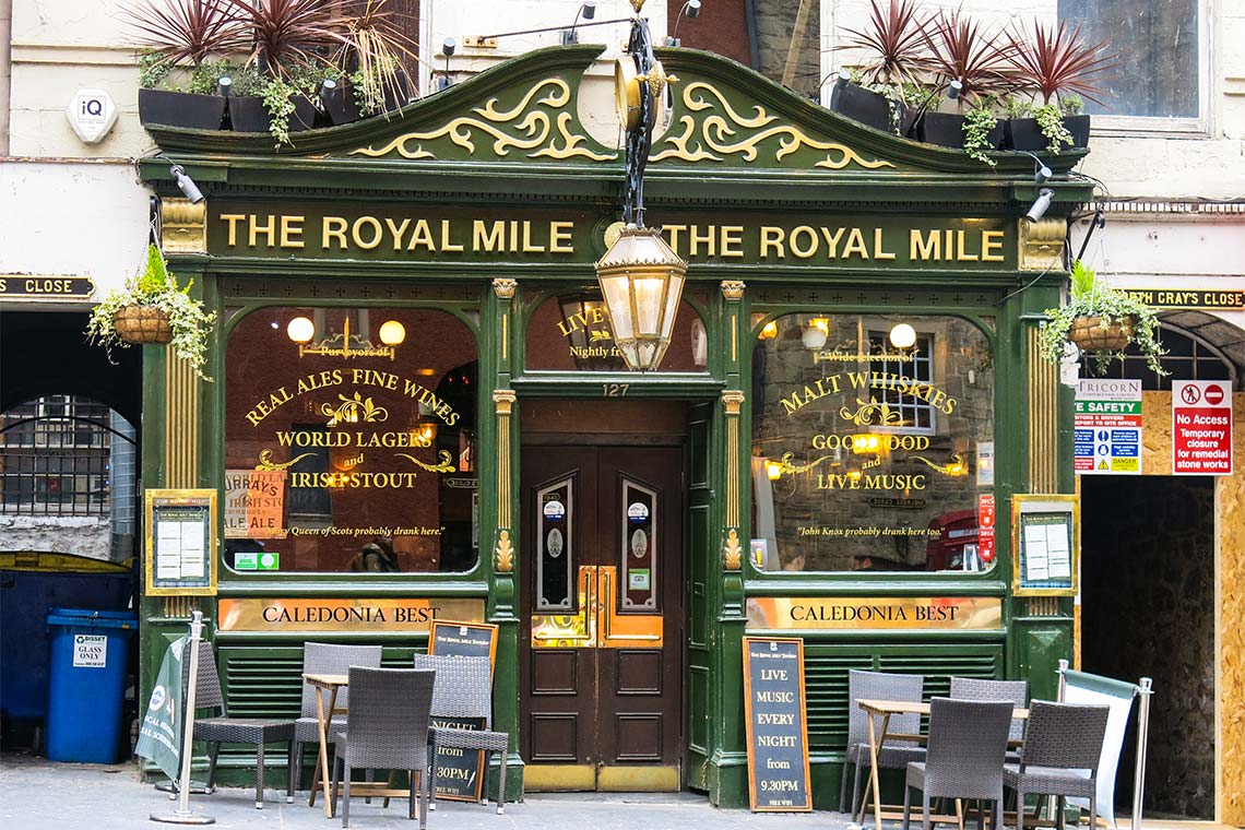 Foto fom Eingang der Royial Mile Tavern in Edinburgh