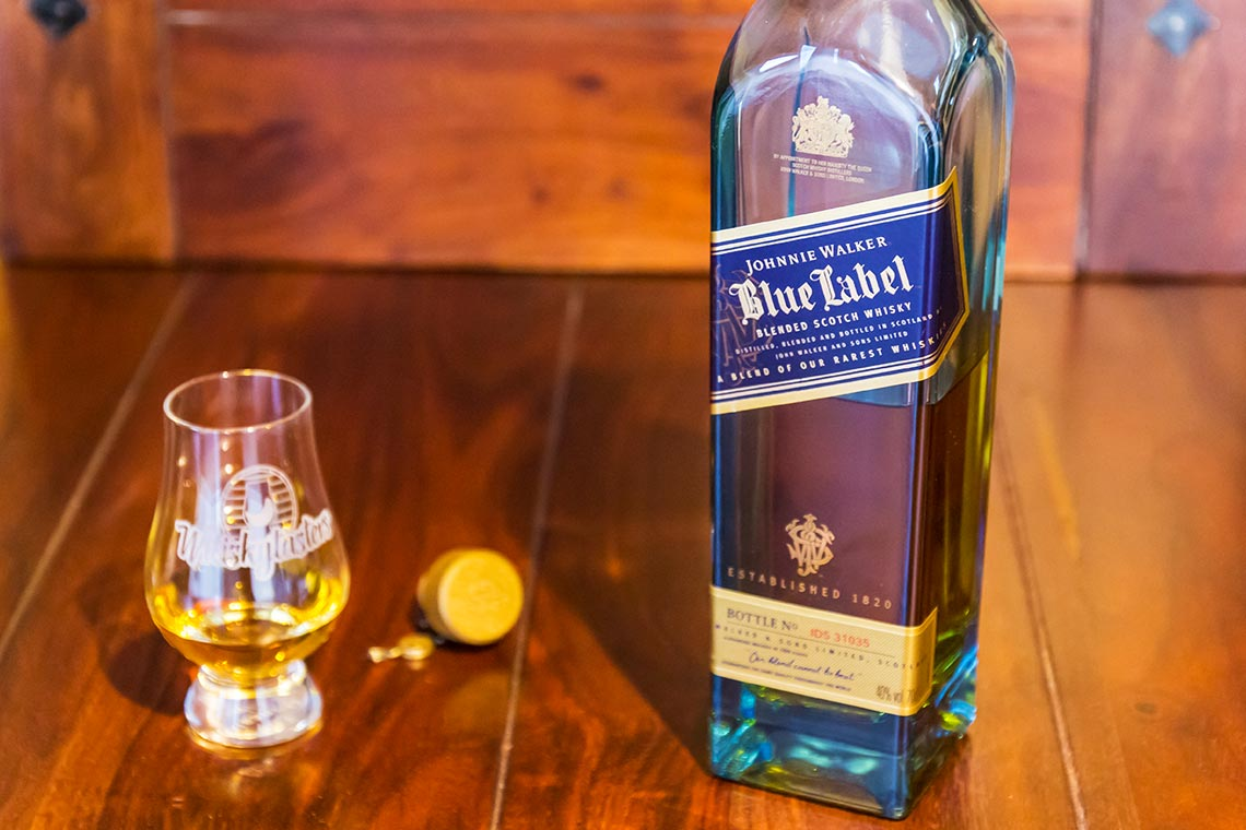Johnnie Walker Blue Label - Leckerer Blended Scotch Whsiky im Glas