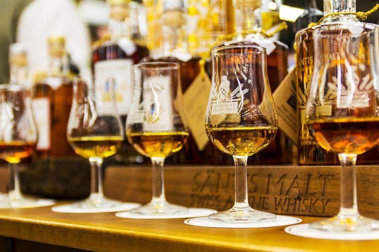 Whiskygläser Farbe von Whisky